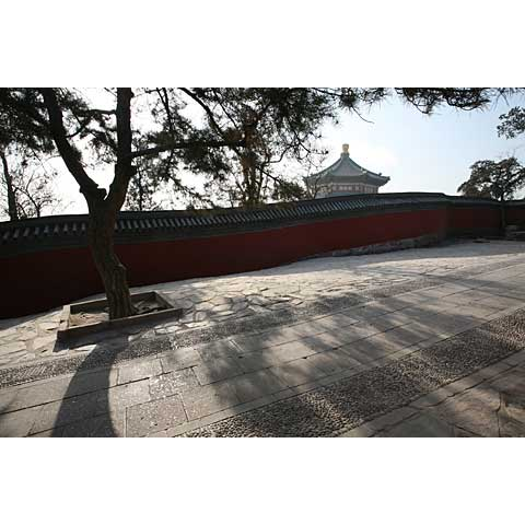 Beijing (China) and its region: the upgoing alley of the Summer Palace China photo Paul Maure