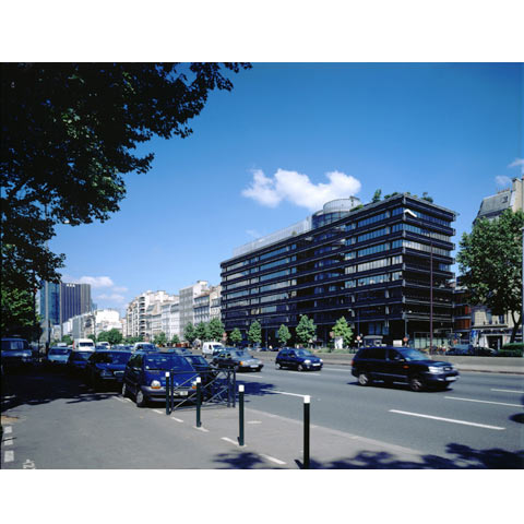 View of the Avenue du General de Gaulle in Neuilly, France with Havas building, photo Paul Maurer